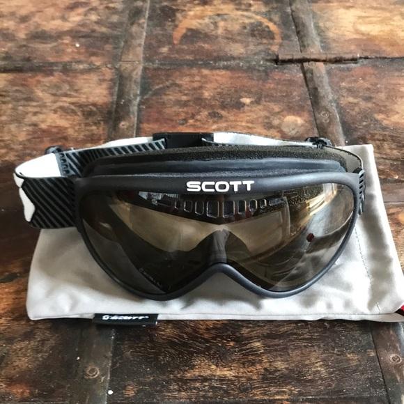 f2de18df8a55 Scott Ski and Snowboard Goggles with Pouch. M 5ad3a80d45b30c87dc47e8f6